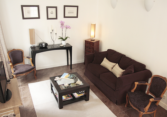equipped with a quality convertible sofa (for one adult or 2 children), a flat screen TV, DVD player, Free wifi...